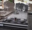 Monument funéraire avec stèle