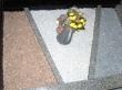 Monument funéraire avec bordures et grenailles
